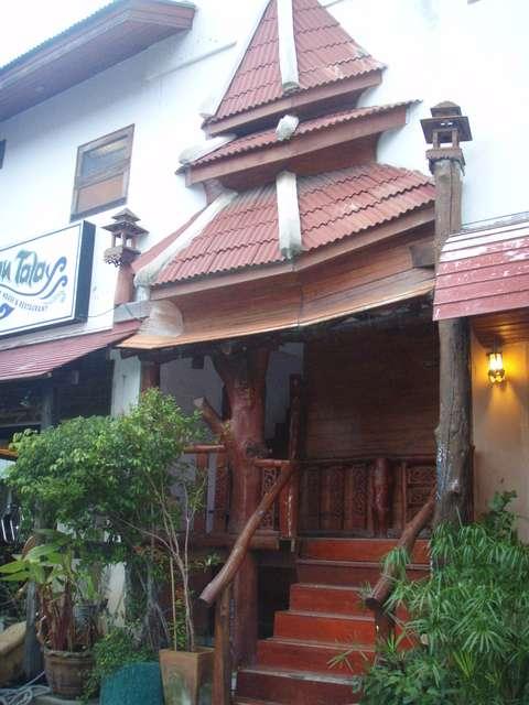 """schöner Eingang vom Guesthouse """"Baan Tala """""""